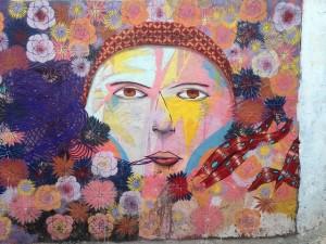 シュールな顔 mural-464229_640