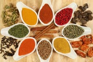スパイス5518228-Le-total-des-diverses-pices-color-es-Assortiment-de-cuisine-des-ingr-dients-dans-des-r-cipients-en-c-Banque-d'images